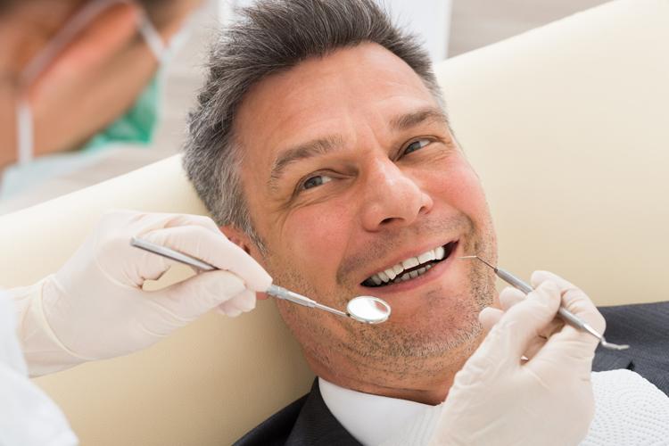 De poco sirve cuidar tus dientes si olvidas las encías