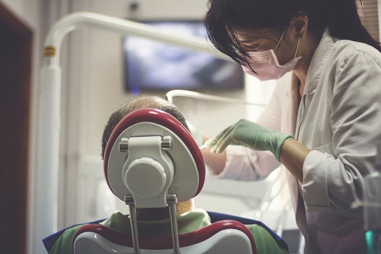 consecuencias-blanqueamiento-dental-casero