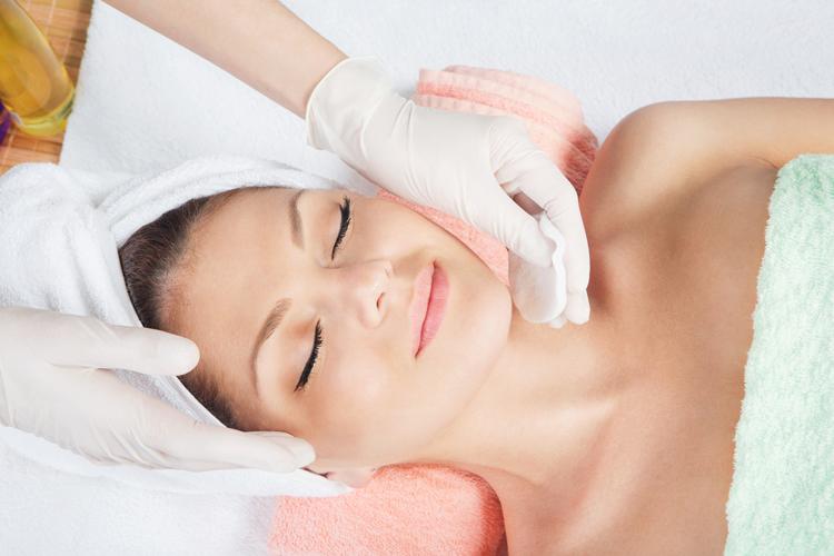 El 'peeling' facial, la mejor forma de renovar la piel en otoño