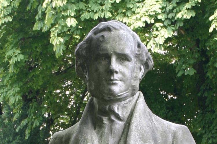 Estatua de Horace Wells, el primer dentista en aplicar oxido nitroso como sedación dental