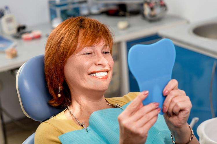Cuida la sonrisa en la menopausia