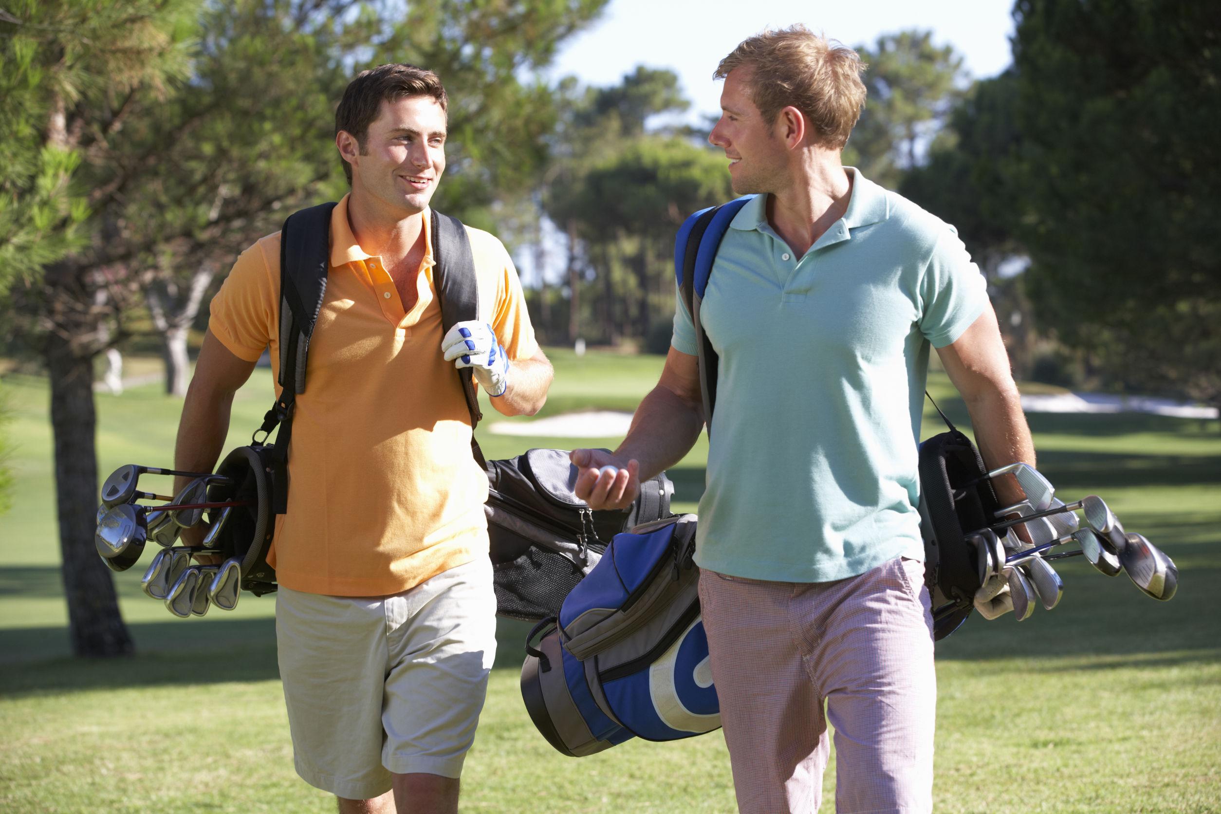 jugar al golf beneficios